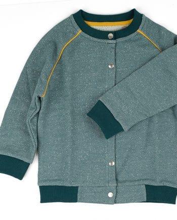 Gemaakt van iets dikkere sweaterstof, dus daardoor in de lente en zomer ook als jasje te dragen. Echt een must-have!