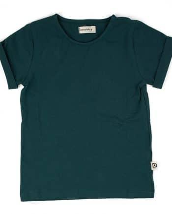 Comfortabel t-shirt gemaakt van biologisch jersey katoen. Recht model met ronde hals en mouw met omslag. Makkelijk te combineren met andere items.